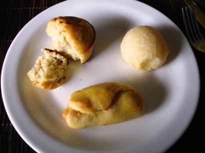 282-pao-de-queijo-pao-de-tomate-seco-e-fiambre-e-muffin-de-ervas.jpg